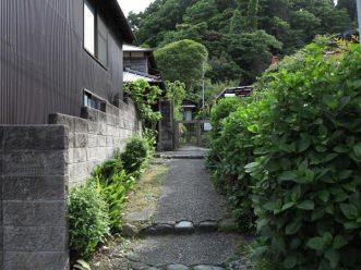 ドラマ『最後から二番目の恋』『続・最後から二番目の恋』の舞台となった長倉家はここにありました。ドラマそのものの景色です。