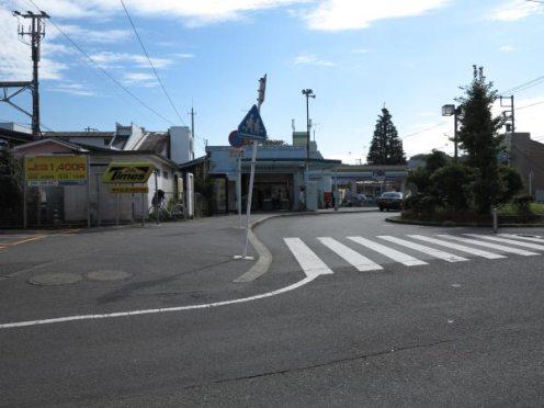 神武寺表参道のはじまり。JR「東逗子駅」を降りたら撮影者が立っている方向に進みます。