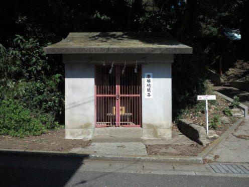 三浦十二天(十二所神社)にある帯解子安地蔵。