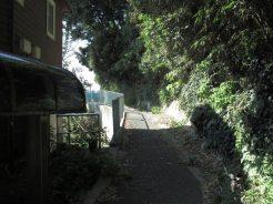 帯解子安地蔵を左に進みと淡島神社です。