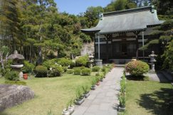 仏行寺境内。