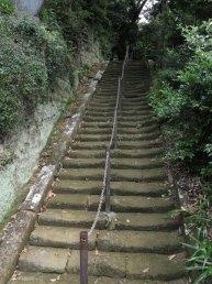 今泉不動へと至る階段。