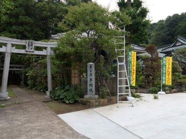 左の鳥居から熊野神社。
