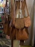 ネパールのYAK革バッグ。チベットやネパールの高地に住む野牛(YAK)の革を使ってます。7000円程度でした。使うほどに馴染みそう。使ってみたいです。