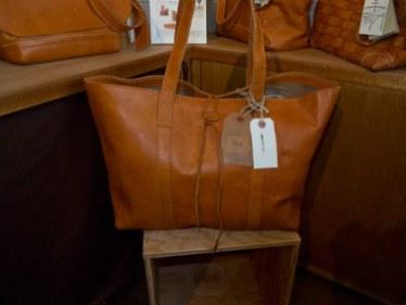 kitchi、FESのレザーバッグ(15,000円)。