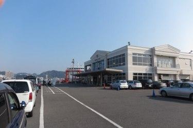 東京湾フェリー、久里浜港。構内には売店と喫茶・食事コーナーがあります。