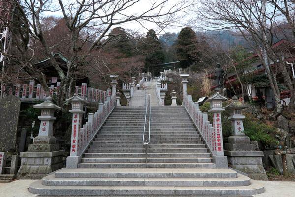 下社への階段。【大山阿夫利神社】