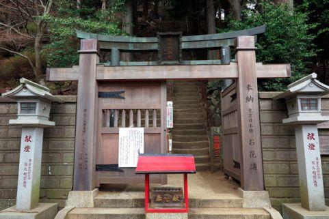 下社左手奥、この鳥居を入ればいよいよ本社への登山道です。【大山阿夫利神社】