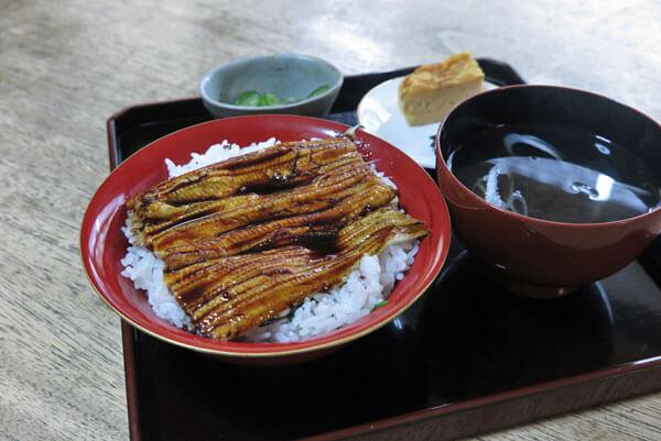 左可井の穴子丼(1,400円)。