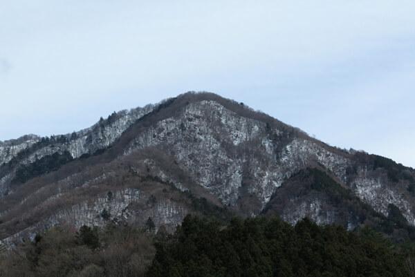 「宿」から望む大室山。