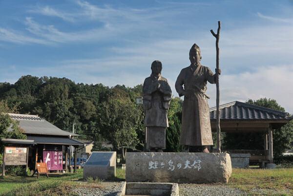 源頼朝公配流の地、伊豆蛭ヶ小島にある夫婦の像。源頼朝、政子の像です。