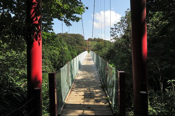 国上寺、展望公園へと向かう吊橋。