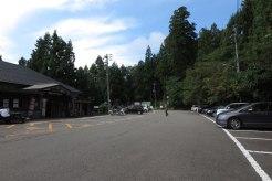 国上寺、駐車場。