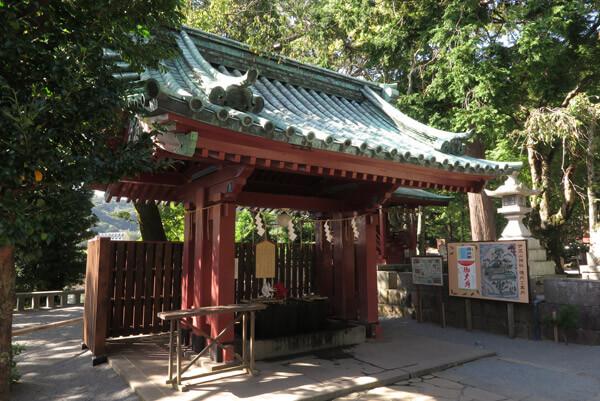 伊豆山神社、手水舎。