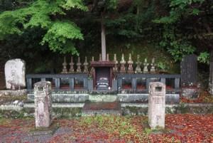修禅寺。指月殿。源頼家の墓の近くには頼家の殺害直後に謀反を企てた、頼家の家臣十三士の墓があります。