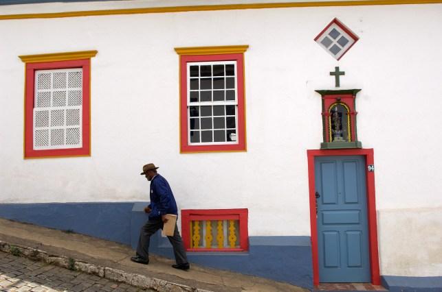 BRASIL. MINAS GERAIS. MARIANA. Fachada de arquitectura colonial.