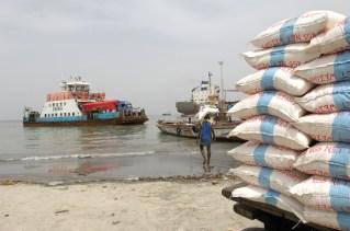 GAMBIA. BANJUL. Ferry de Banjul a Barra.