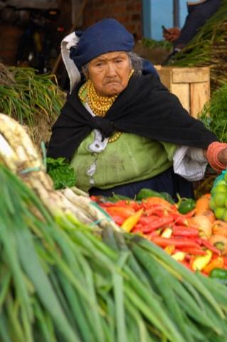ECUADOR. OTAVALO. Mercado de fruta.