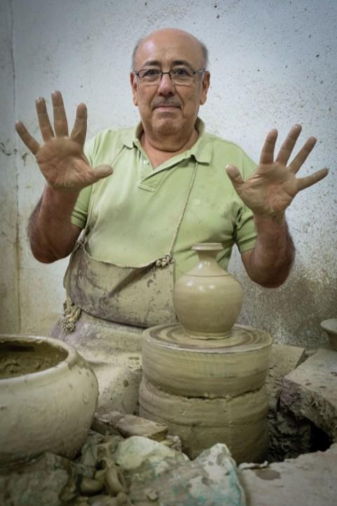 Isidoro Granados, alfarero de Lucena.