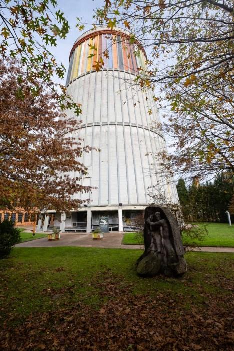 Antigua torre de refrigeración de la Duro Felguera, sede del MUSI.