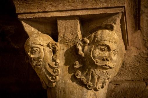 Sant Joan de les Abadesses. Detalle de un capitel