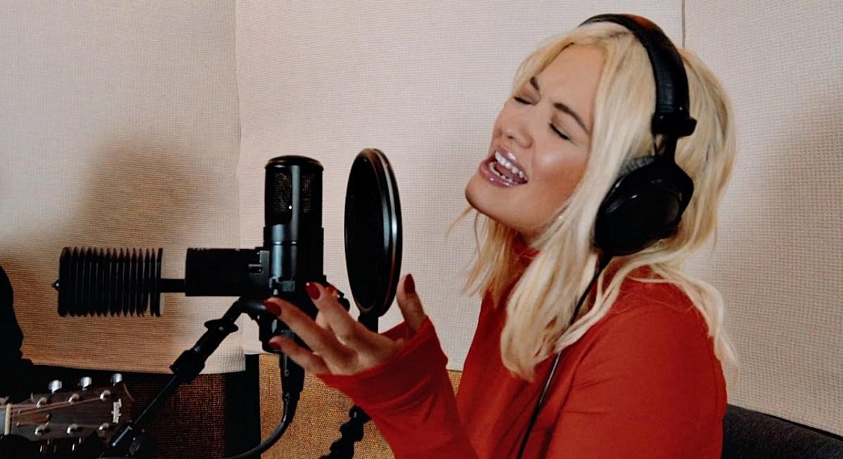 Rita Ora dokazuje, že vie spievať!