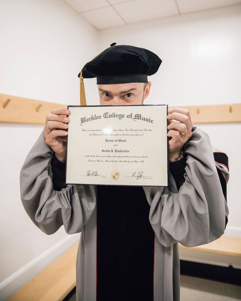Justin Timberlake s diplom.
