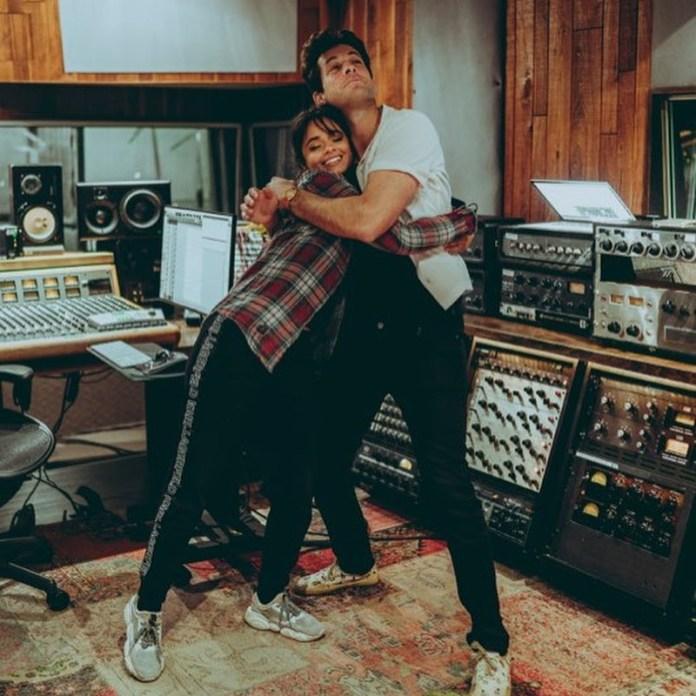 Camila & Mark v štúdiu.