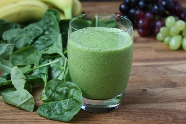 Breakfast Smoothie Recipe Day #4: Spinach (or Waterleaf) + Grapes