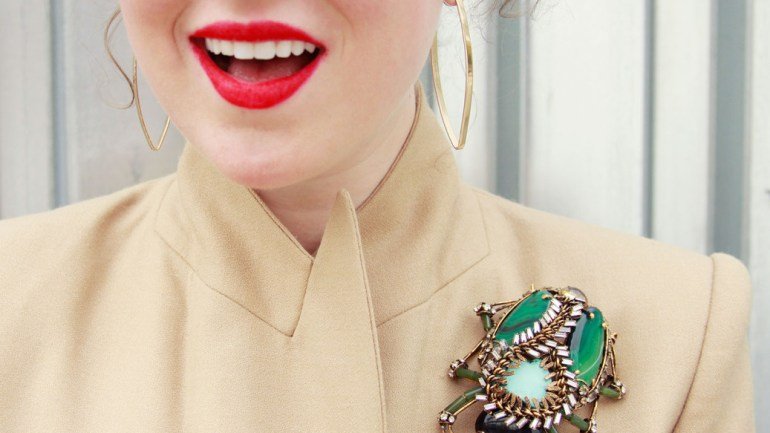 How To's: Wearing A Brooch