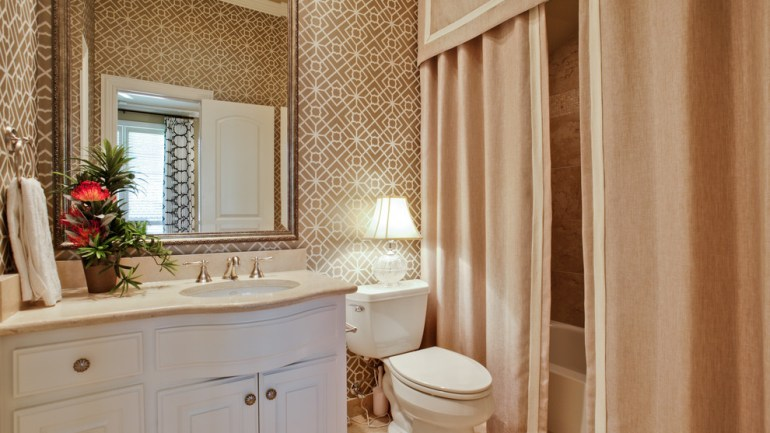 Tips for Picking Out Bathroom Drapes