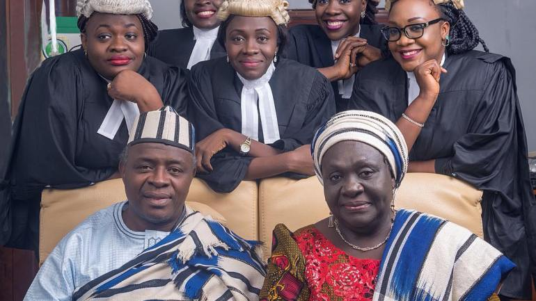 "Meet the Family of ""Women-in-Law"": All Five Children are Female Lawyers!"