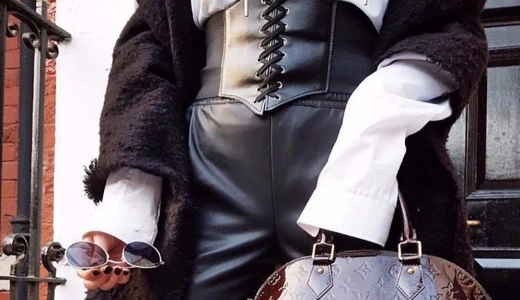 The Corset Belt Is The New Street Style Trend Fashion Enthusiasts Are Rocking!