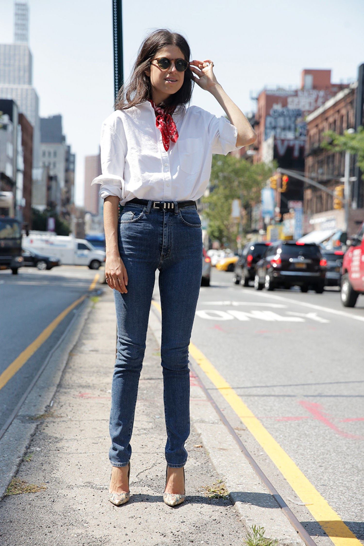 70044313aa8 6 Different Ways To Wear A button Down Shirt To Work
