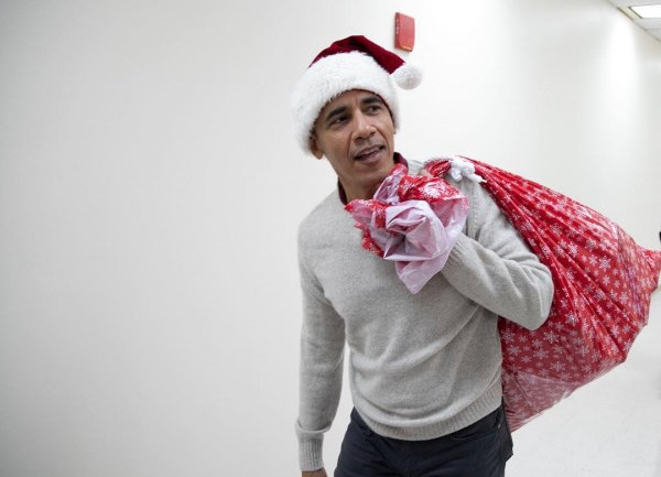 Obama Dresses Up As Santa As He Visits The Children's National Medical Center