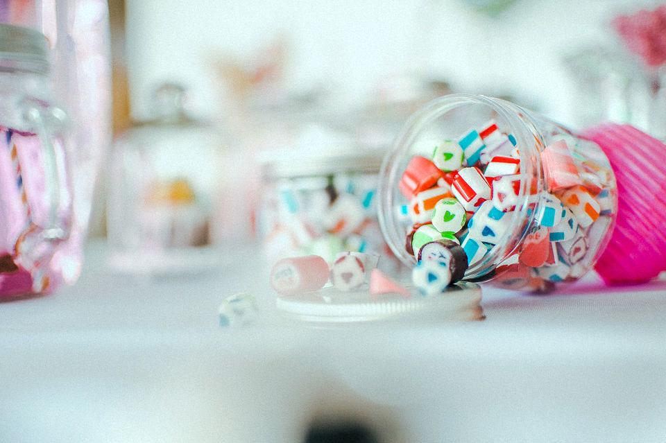 Süße Glückwünsche für das Paar und Hochzeitsbonbons für Eure Gäste