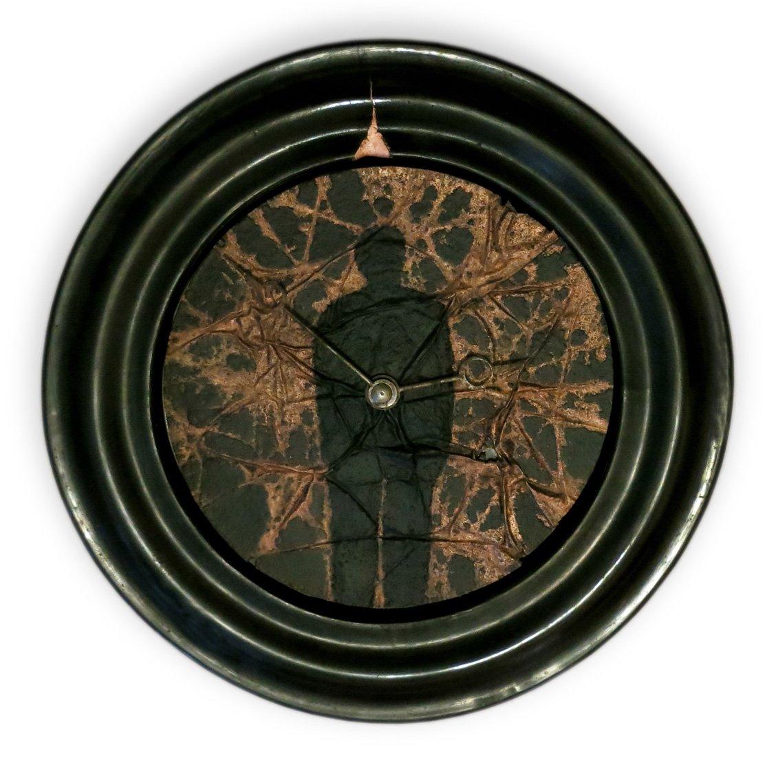 L'homme horloge oeuvre artiste contemporain Kamel Yahiaoui