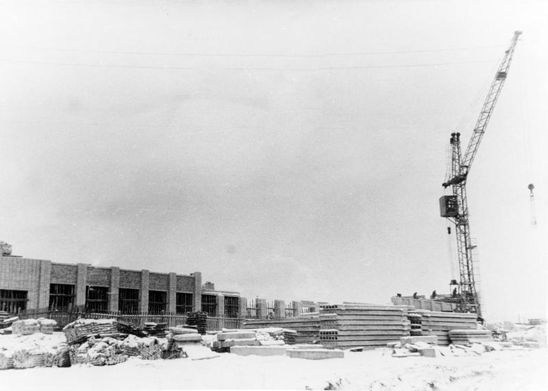 Строительство школы, 1973 год