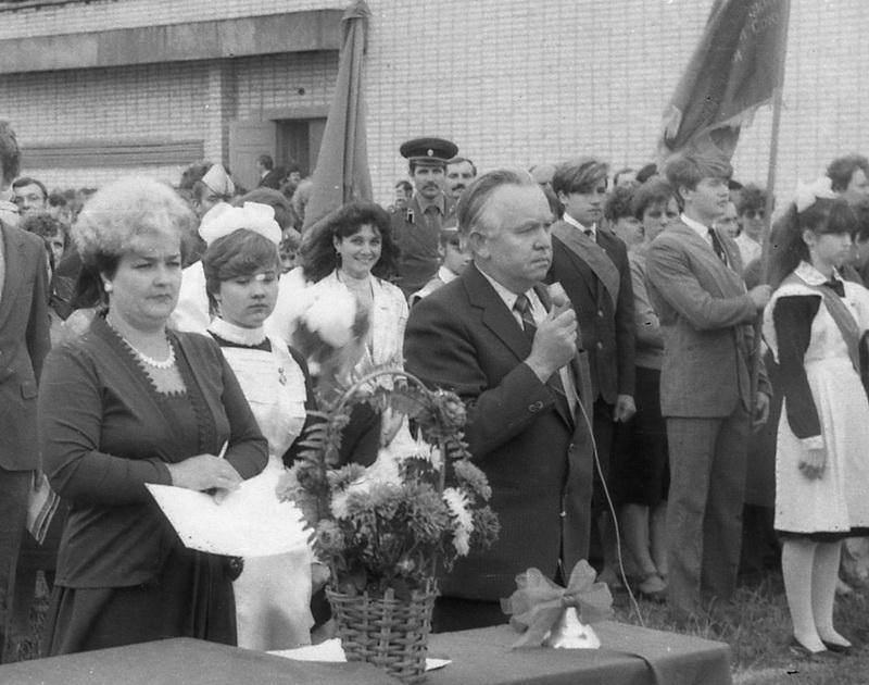 Лінейку адкрывае новы дырэктар Дзмітрый Рамановіч Дошчык, 1987 год