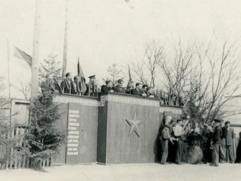 Трибуна на старой площади. 1 мая 1954 год
