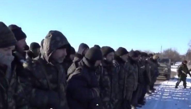 Navodna predaja ukrajinskih vojnika, autentičnost snimke nije potvrđena (Screenshot: YouTube)