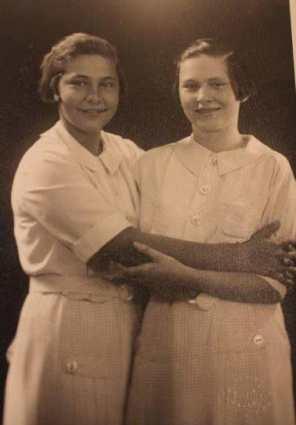 Višnja Pavelić sa sestrom