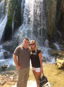 S djevojkom, Vukovarkom Karolinom Šego na slapovima Kravica u Hercegovini