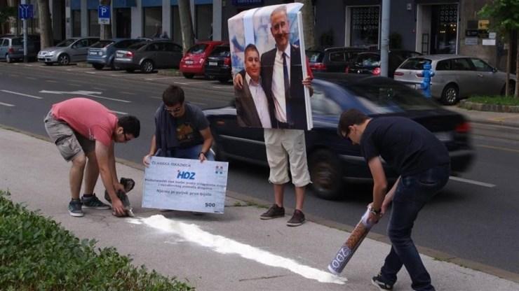 Mladež SDP-a ismijava Bujanca i Karamarka sa članskom iskaznicom ˝vuku lajnicu˝ bijelog , očito da su maldi SDp-ovci vrlo upućeni u način kako se to radi.
