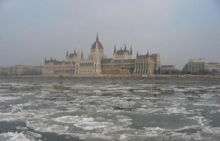 Parlament i led na Dunavu