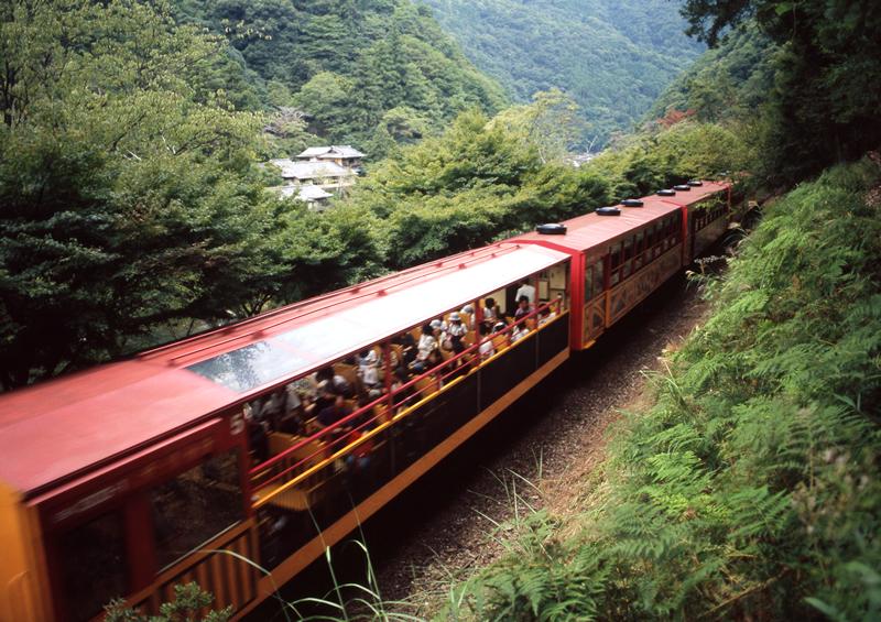 嵯峨野トロッコ列車 座席の注意點や特徴は?: 京都亀岡観光めぐり