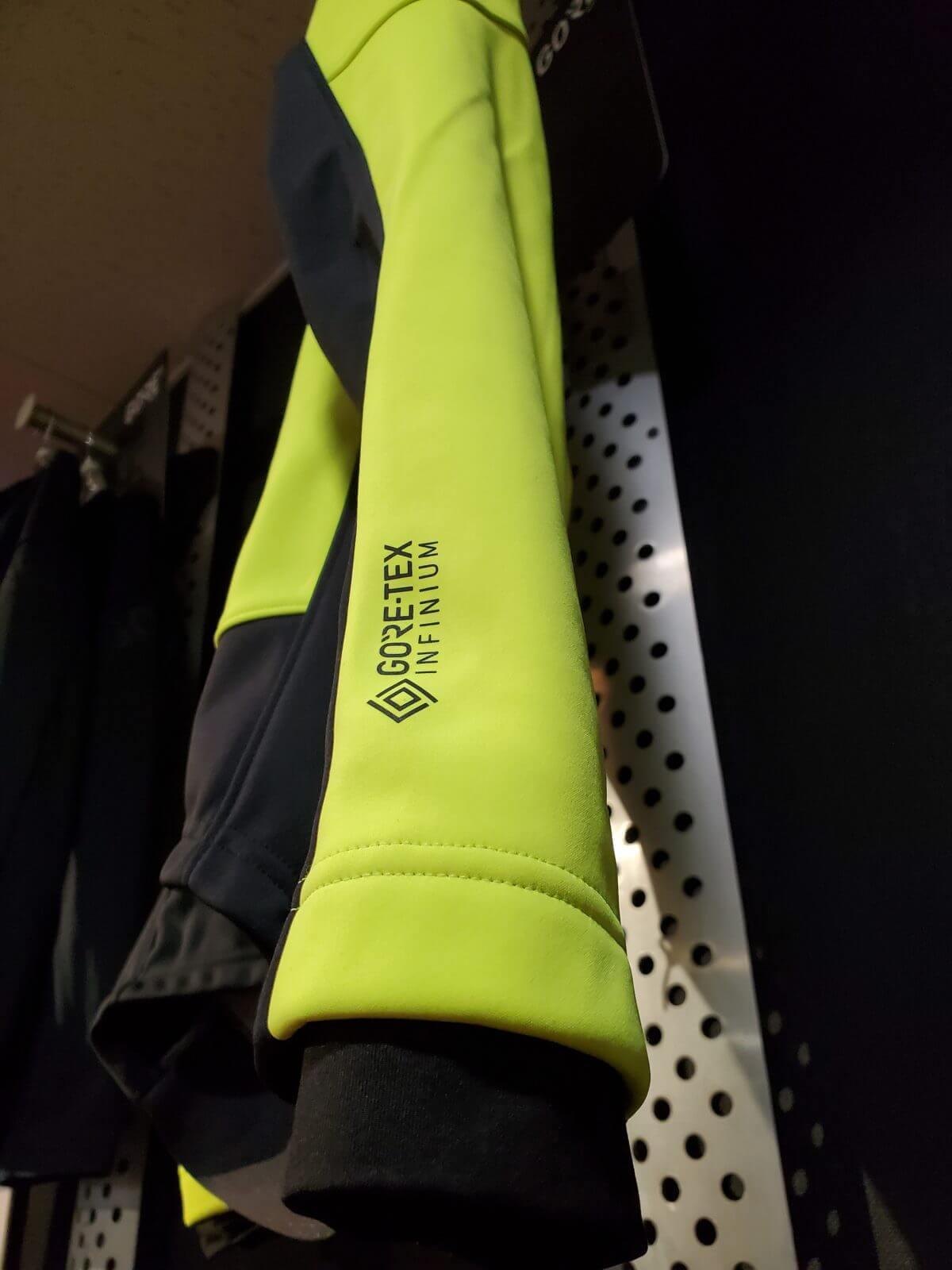 C3テックス インフィニアム™サーモ ジャケットの袖のGORE-TEX文字の画像