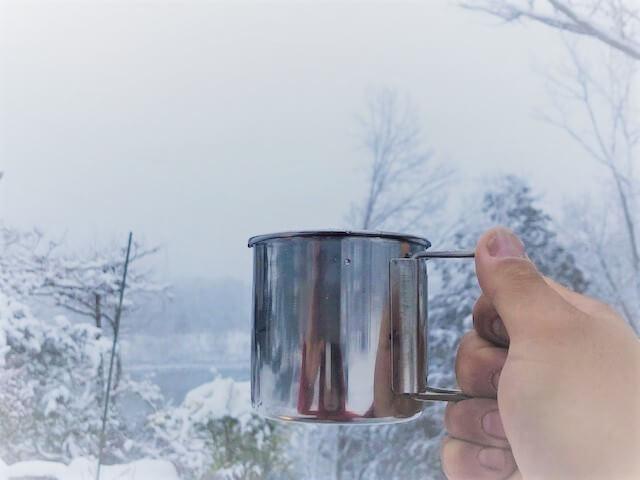 元旦の雪景色でコーヒー