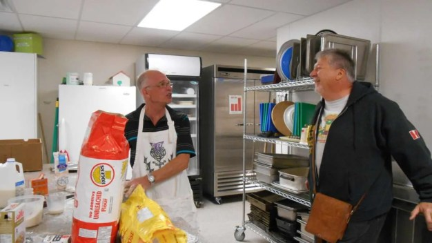 Ian meets Rick, Co-Ordinator of the PIT Stop* program. (*People In Transition hot meal program each Sunday.)