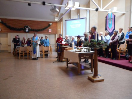 The congregation and Discovery Circle make a covenant.